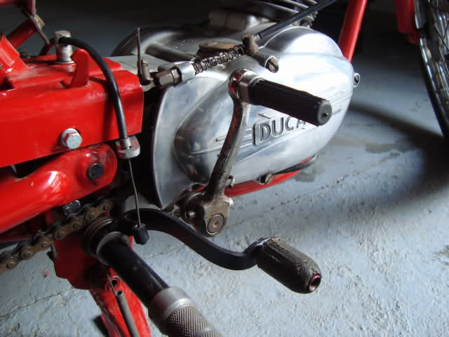 ¿Como quitarle los pedales a Ducati 48 TS? 25ukznb