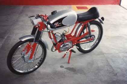 Ayuda identificar ciclomotor ¿Ducati? 29hk6w