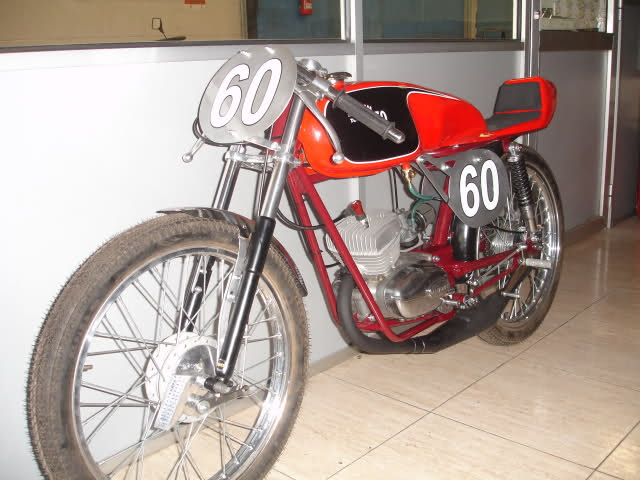 Réplica Ducati 50 de circuito - Página 5 2agtdh1