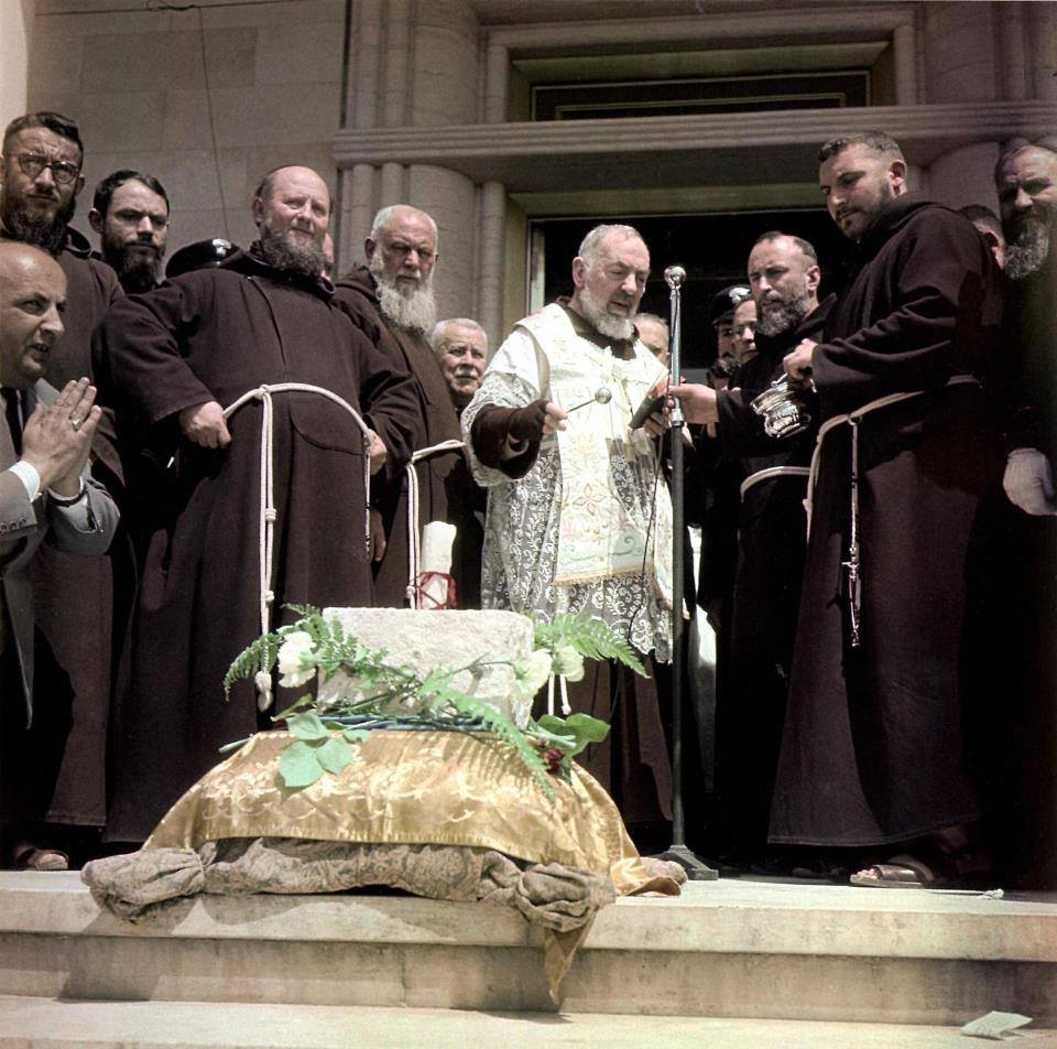 St. Padre Pio's Invites You To Be His Spiritual Child - Page 2 2emfwh0