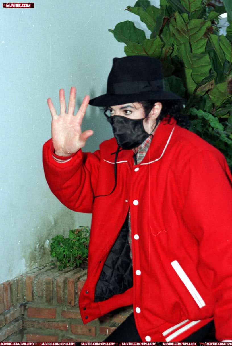 Foto di Michael Jackson con la mascherina - Pagina 6 2ldunt2
