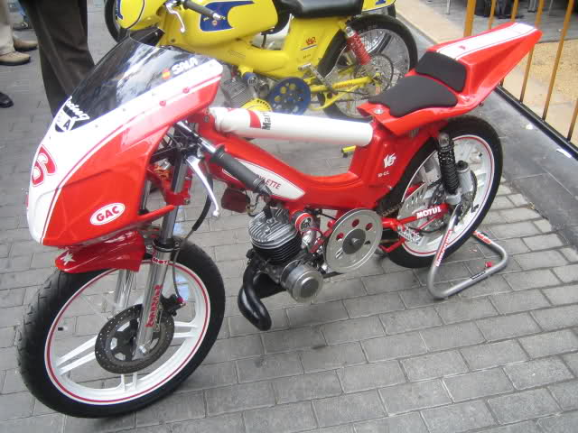 Exhibición de motos clásicas de competición en Beniopa (Valencia) Aesd94