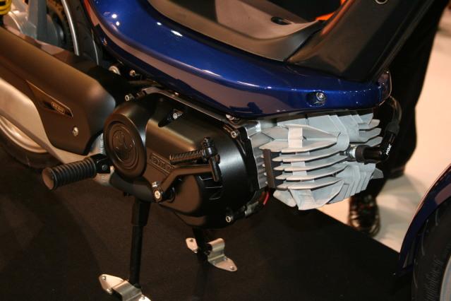 Bye Bike One: Vuelve el ciclomotor automático Synvyc