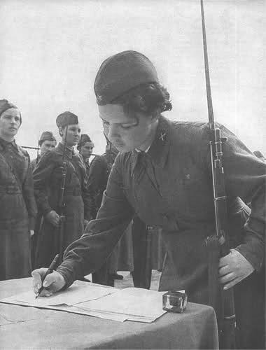 Femmes en guerre 148okcj