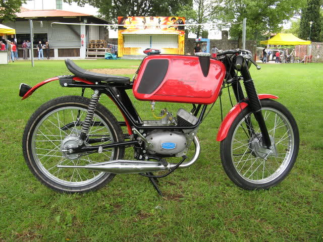 Ayuda identificar ciclomotor ¿Ducati? 35mjm8z