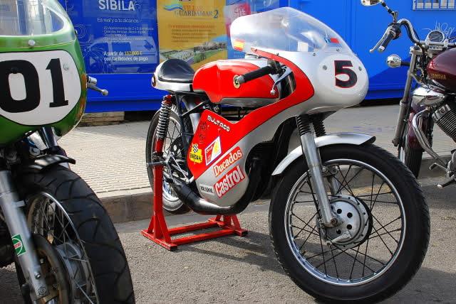 Exhibición de motos clásicas de competición en Beniopa (Valencia) Ad262a