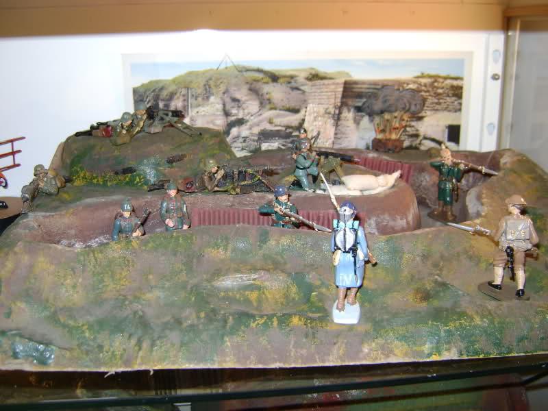 Les figurines anciennes, leurs accessoires et leurs décors. Akwsjn