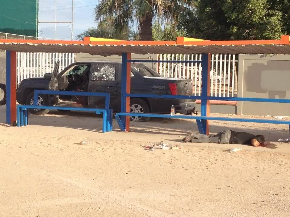 Balacera en Puerto Peñasco 5 sicarios abatidos y 1 elemento del PEI caido 19/Jul/2012 B8a9af