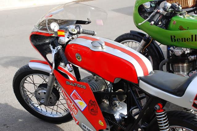 Exhibición de motos clásicas de competición en Beniopa (Valencia) Inzoqp
