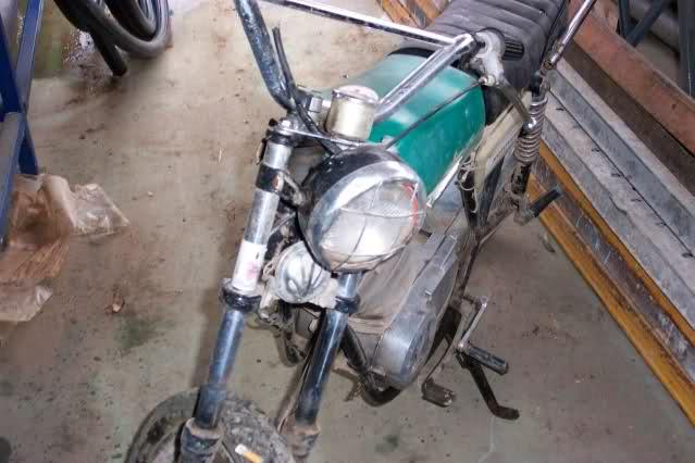 Presentación y retauración Gilera 50 cc deposito verde. 14ctteo