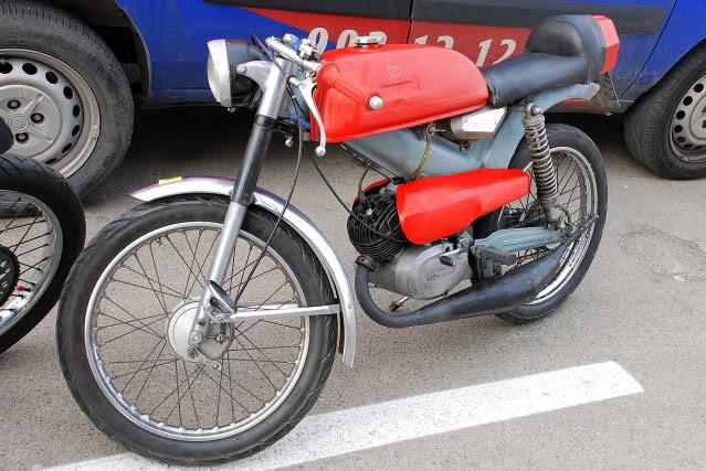 Exhibición de motos clásicas de competición en Beniopa (Valencia) 14u8j87