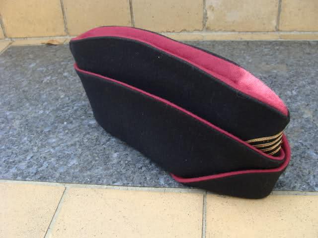 Les bonnets de police 2h4mdsx
