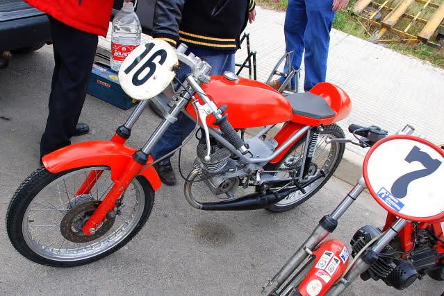 Exhibición de motos clásicas de competición en Beniopa (Valencia) 2v33dqu