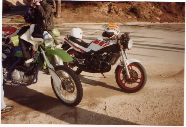 Yamaha RD350: la viuda negra 34o3r7n
