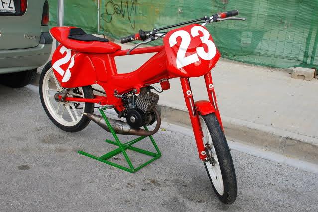 Exhibición de motos clásicas de competición en Beniopa (Valencia) 91b89l