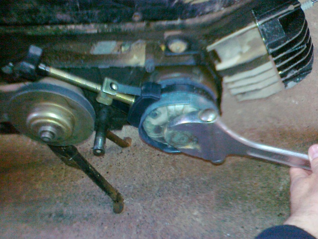 Desmontaje variador y polea trasera Variant K16vi8