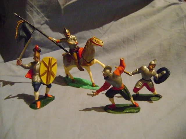 Les figurines anciennes, leurs accessoires et leurs décors. Szbcb9