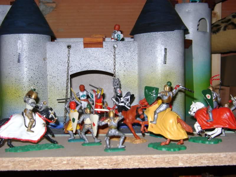 Les figurines anciennes, leurs accessoires et leurs décors. 2801ax