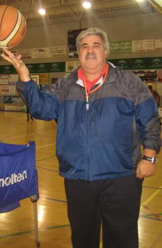 Carlos Cabezas, padre del ex cajista, acaba de, tomar las riendas del Estepona 2comssk