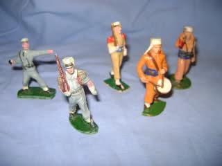 Les figurines anciennes, leurs accessoires et leurs décors. 2d2c9wk