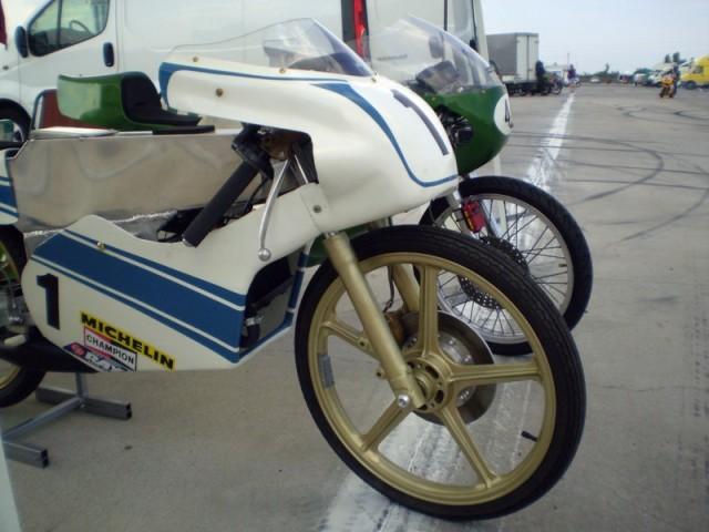 Amoticos de 50 cc GP 2ijlno6