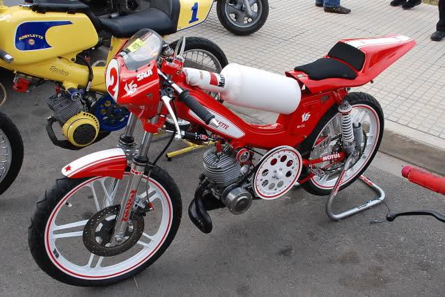 Exhibición de motos clásicas de competición en Beniopa (Valencia) 2rwnl9i