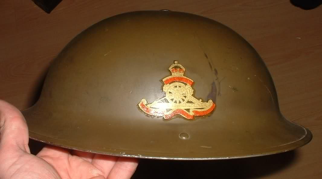 WW II Canadian Helmets 2v8l4yf