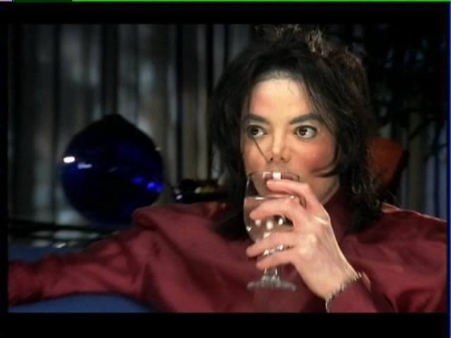 Immagini Michael Jackson che mangia e beve. - Pagina 13 2vl4rnr