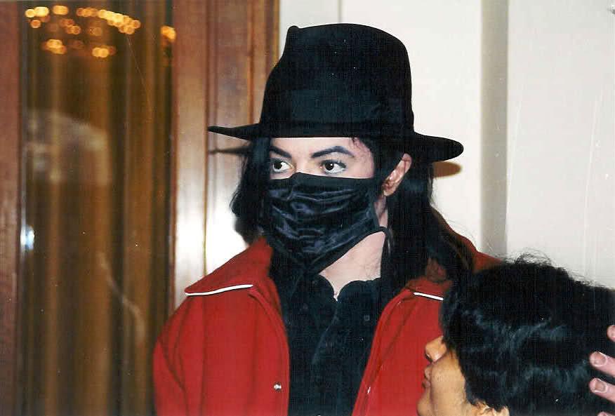 Foto di Michael Jackson con la mascherina - Pagina 6 2vwwdnd