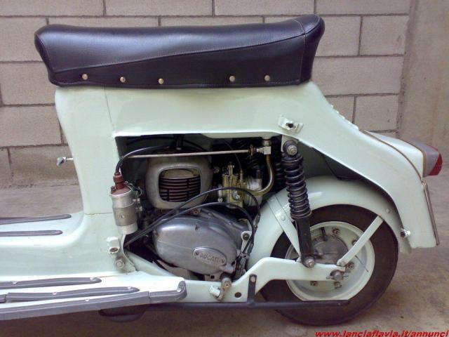 ¿Como quitarle los pedales a Ducati 48 TS? A9pl79