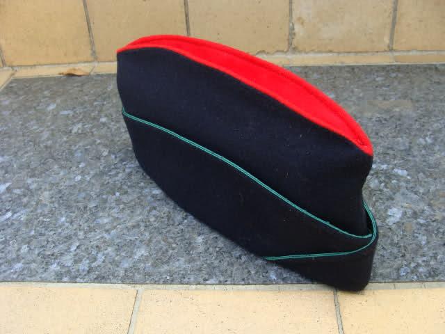 Les bonnets de police Dol9pz