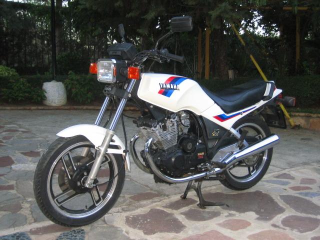 """Yamaha XS 400: """"el que la sigue la consigue"""" E8u1hf"""