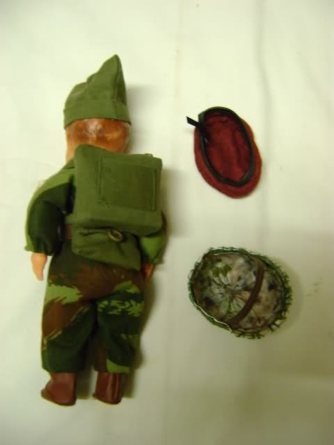 Les figurines anciennes, leurs accessoires et leurs décors. Zwnds5