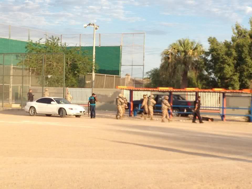 Balacera en Puerto Peñasco 5 sicarios abatidos y 1 elemento del PEI caido 19/Jul/2012 14y5qw