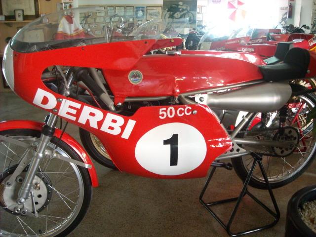 Nieto compra Derbi 50 GP 2100m85
