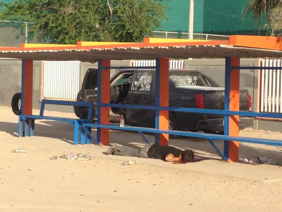 Balacera en Puerto Peñasco 5 sicarios abatidos y 1 elemento del PEI caido 19/Jul/2012 24yd9g1