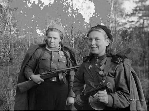 Femmes en guerre 351a3xj