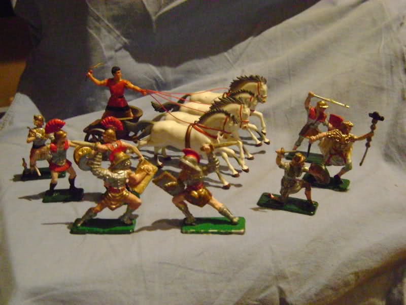 Les figurines anciennes, leurs accessoires et leurs décors. 97n22e
