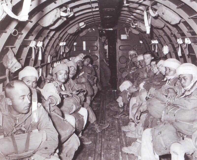 Les parachutes dans l'armée Française depuis 1945 - Orienté Armée de Terre Fkz5dt