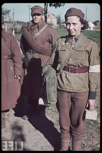 Femmes en guerre Ncxsuf