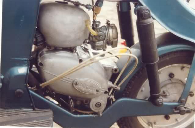 ¿Como quitarle los pedales a Ducati 48 TS? 103xw68