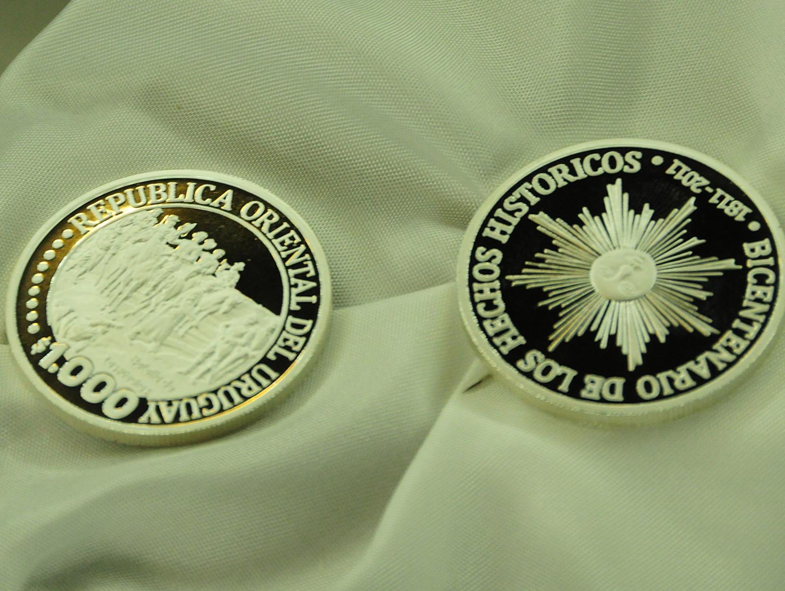 Nuevas Monedas Uruguay (2011-2012) 23i9l60
