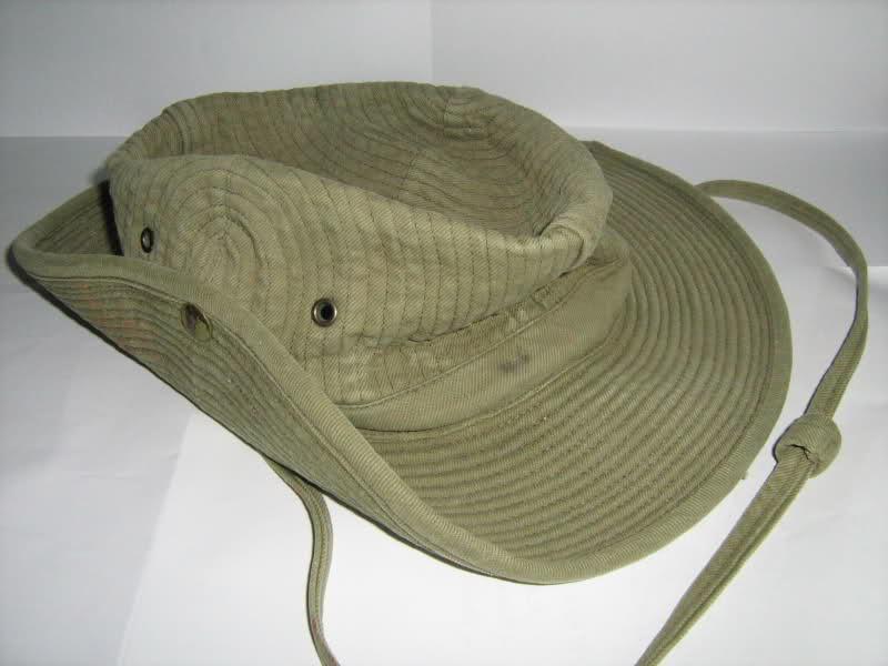 Le chapeau de broussse français 6ifr4i