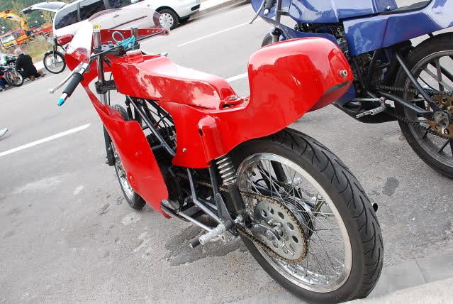 Exhibición de motos clásicas de competición en Beniopa (Valencia) E0s9pc