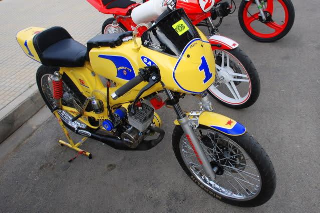 Exhibición de motos clásicas de competición en Beniopa (Valencia) Fwlno4