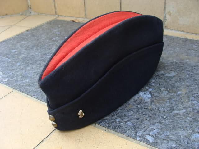 Les bonnets de police Jtqtj9