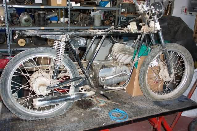Presentación y retauración Gilera 50 cc deposito verde. T816s3