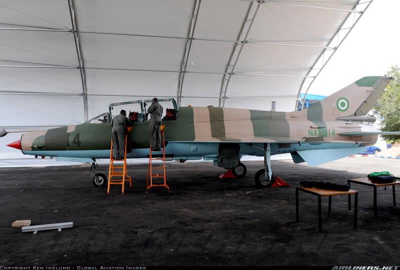 Armée Nigériane / Nigerian Armed Forces 2qv8ft3
