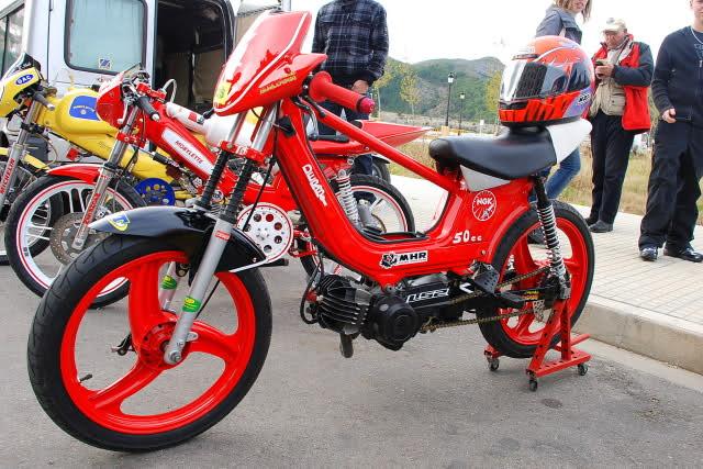 Exhibición de motos clásicas de competición en Beniopa (Valencia) 2rqht9w