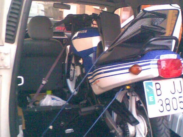 ¿Multa por llevar una moto en el coche? 2uzv42p
